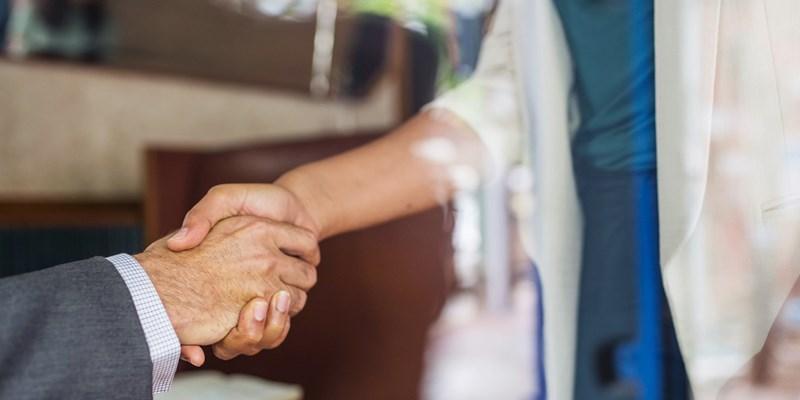 uni_handshake.jpg